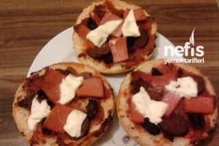 Hamburger Ekmeğinde Pizza Tarifi