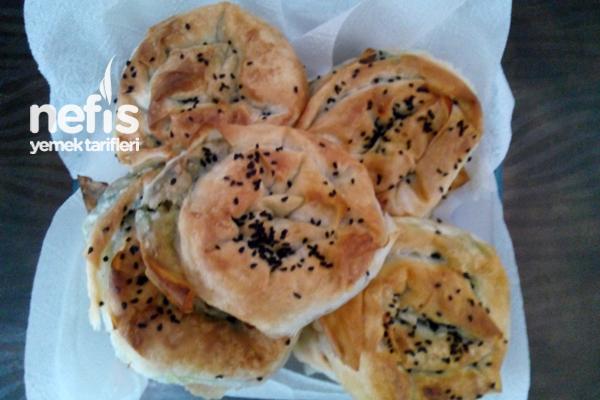 Sütlü Ispanaklı Gül Böreği Tarifi