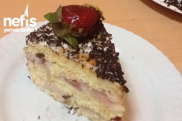 Çilekli Pasta Yapımı Tarifi