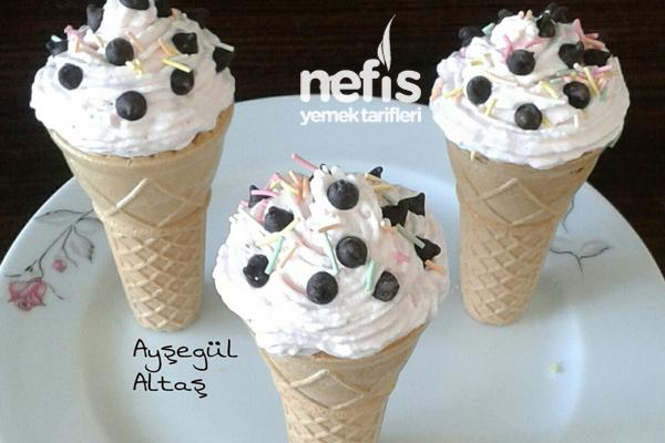 Dondurma Külahında Cupcake Kek Tarifi