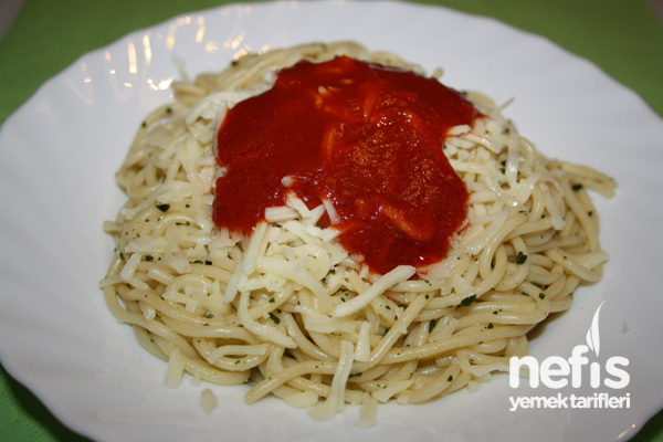 Fesleğenli Domates Soslu Spagetti Tarifi