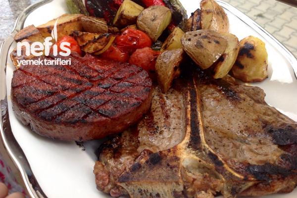 Izgarada T- Bone Steak Ve Manda Sucuğu Yapımı