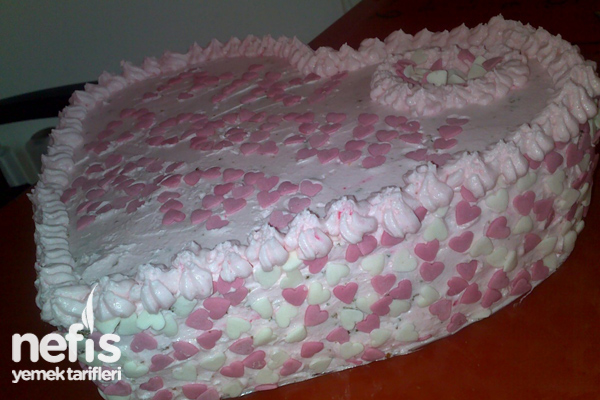 Kalp Doğum Günü Pastası Tarifi