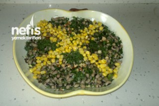 Kuru Börülce Salatasının Hazırlanışı Tarifi