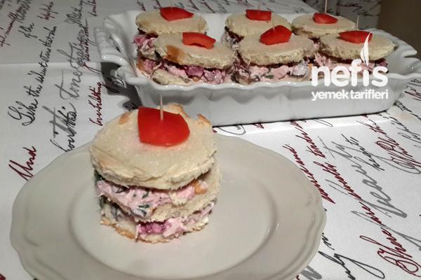 Pancarlı Tavuklu Sandviç Tarifi