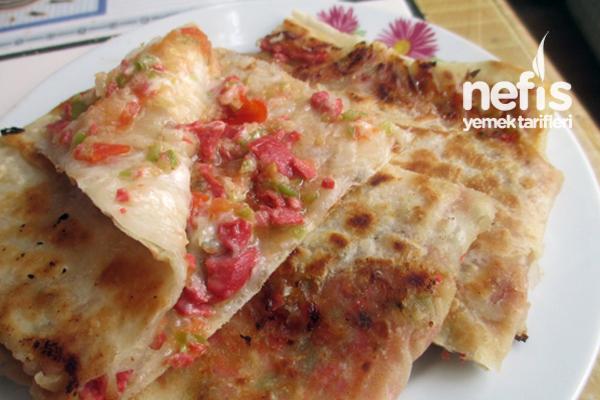 Pratik Hazır Yufkadan Sucuklu Pizza Pide Tarifi