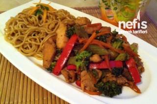 Soja Soslu Sebzeli Tavuk ve Çin Makarnası Tarifi