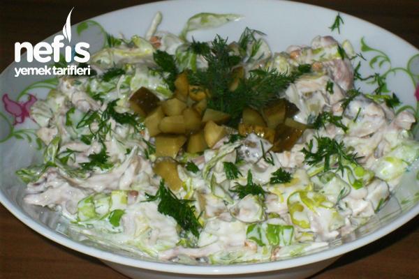 Yoğurt Soslu Tavuklu Marul Salatası Tarifi