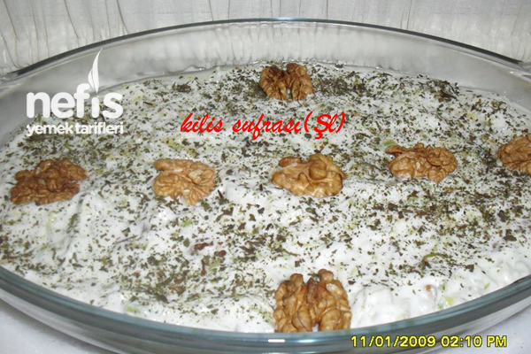 Yoğurtlu Ispanak Salatası Yapılışı Tarifi