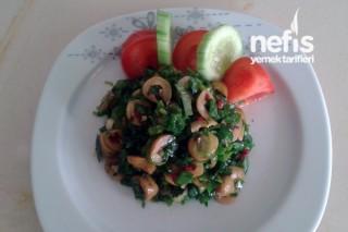 Zeytin Salatası Yapımı Tarifi