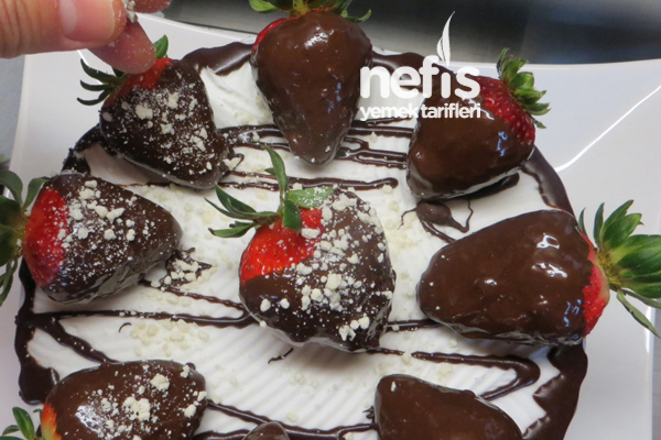 Çilekli Çikolata Pasta 4