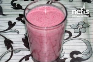 Çilekli Milkshake Yapımı