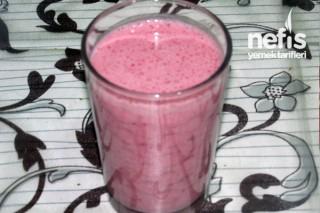 Çilekli Milkshake Yapımı Tarifi