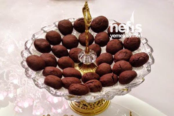 Kahveli İçi Çikolata Dolgulu Komşu Fırın Kurabiyesi Tarifi