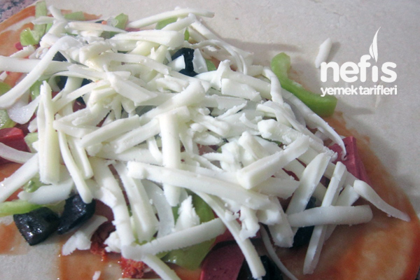 Kapalı Pizza (Calzone) 2