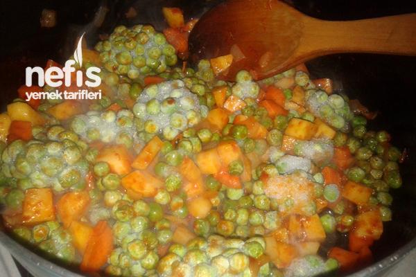 Patatesli Havuçlu Bezelye Yemeği Tarifi 1