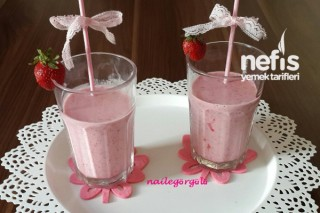 Çilekli Milkshake Yapılışı Tarifi
