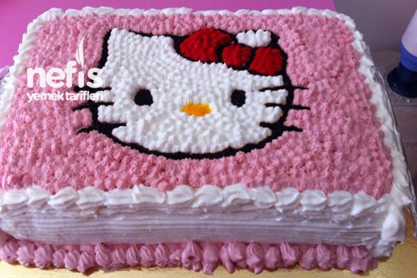 Hello Kittyli Doğum Günü Pastası Tarifi