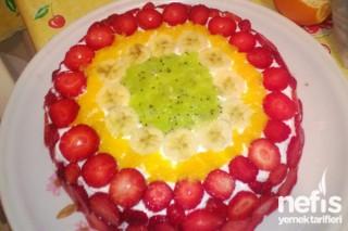 Meyveli Yaş Pasta Hazırlanışı Tarifi
