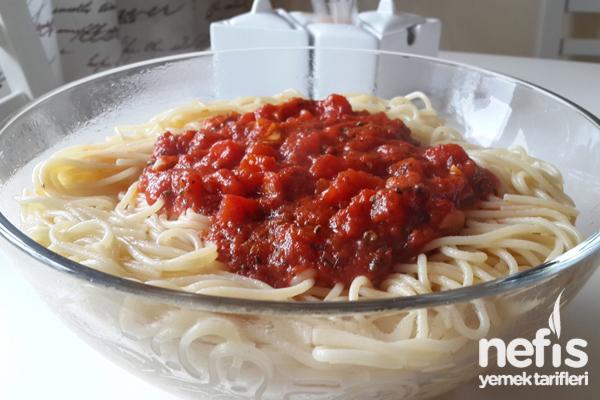 Napoliten Soslu Spagetti Tarifi