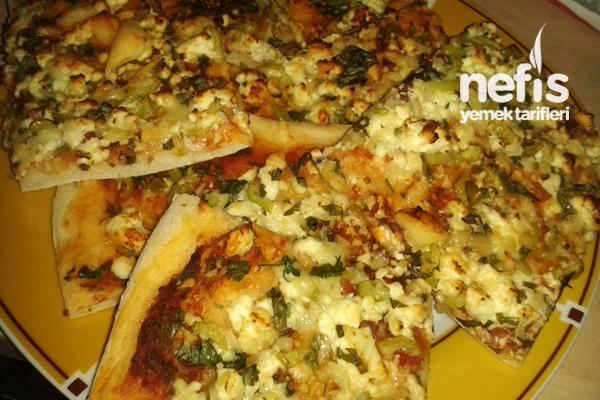 Üç Peynirli Sahur Pizzası Tarifi