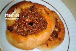 Acılı Zeytinli Minik Ekmekler Tarifi