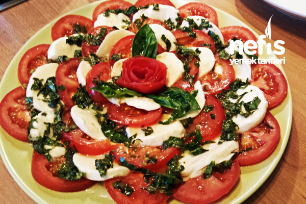 Fesleğenli Mozzarella Salatası