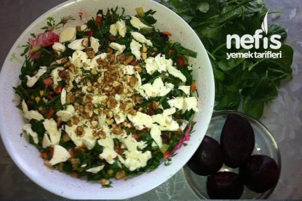 Pancarlı Ispanak Salatası Tarifi