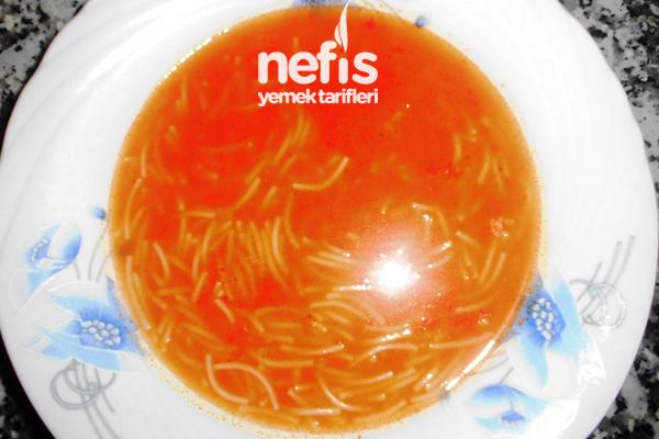 Tel Şehriyeli Domates Çorbası Tarifi