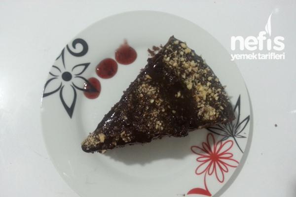Çikolata Soslu Fındıklı Kek Tarifi