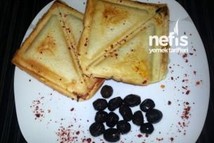 Pul Biberli Kaşarlı Sandwich Tarifi