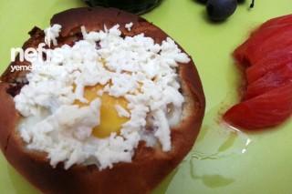 Hamburger Ekmeğinde Sucuklu Yumurta Tarifi