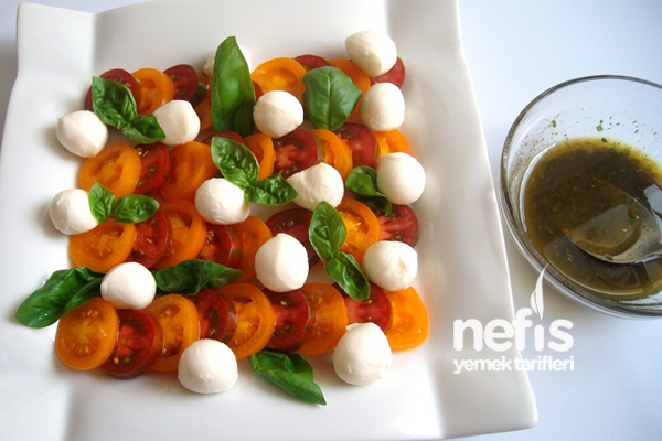 Mozzarella'lı Domates Salatası (insalata Caprese) 1