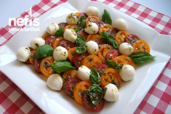 Mozzarella'lı Domates Salatası (insalata Caprese)