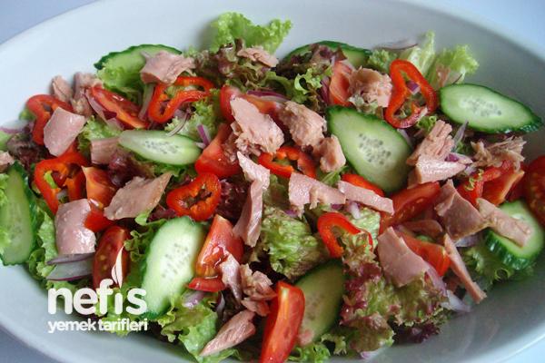Ton Balıklı Kıvırcık Salatası Tarifi