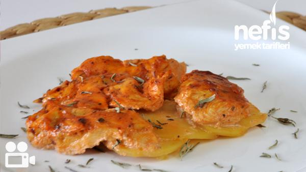Fırında Kremalı Salçalı Tavuk-Patates Tarifi