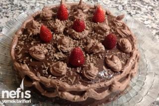 Çilekli – Çikolatalı Kolay Pasta Tarifi