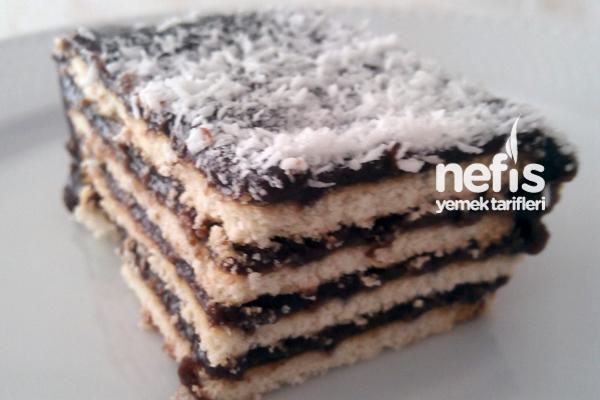 Ev Yapımı Pudingle Enfes Bisküvili Pasta Tarifi