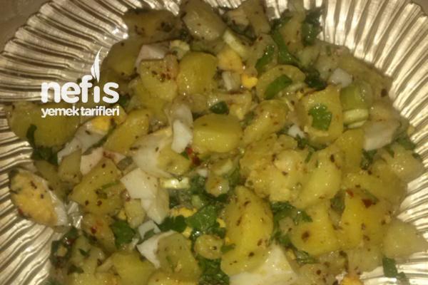 Haşlanmış Yumurtalı Patates Salatası Tarifi