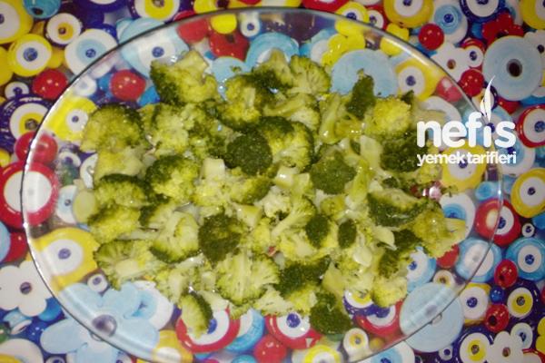 Sarımsaklı Yoğurtlu Brokoli Salatası 2