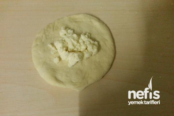 Peynirli Hamur Kızartması Tarifi 1