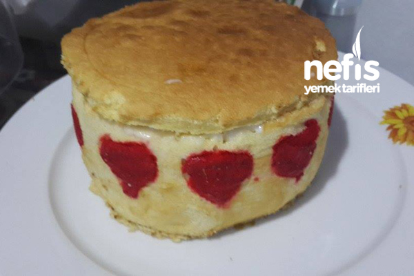 Kalpli Çilekli Dikey Rulo Pasta 6