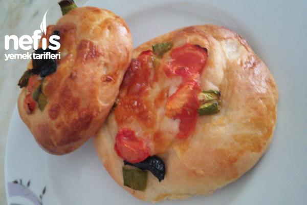 Minik Sade Pizza Tarifi