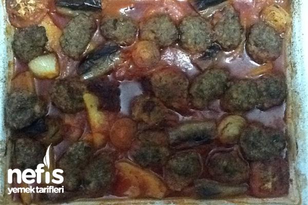 Fırında Salçalı Patatesli Köfte Tarifi