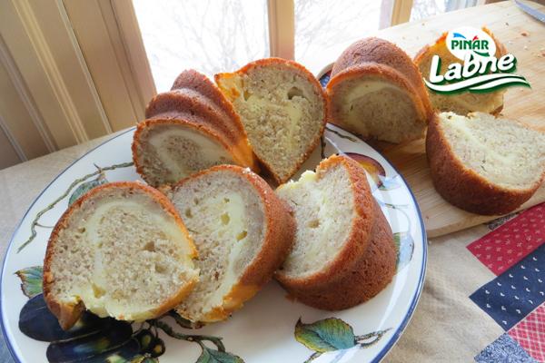 İçi Krem Peynirli (cheesecake'li) Muzlu Kek 3