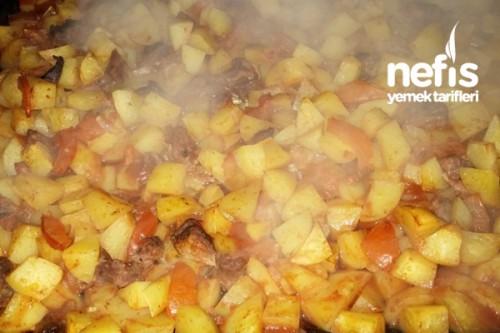 Fırında etli patates pişiriyoruz. Yemek tarifleri