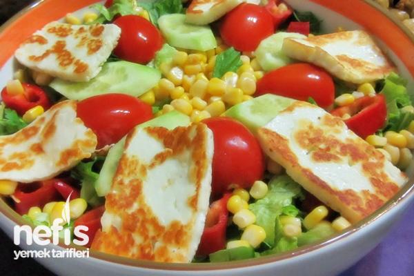 Hellim Peynirli Salata Yapımı Tarifi