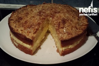 Bienenstich (Ballı Bademli Pasta) Tarifi