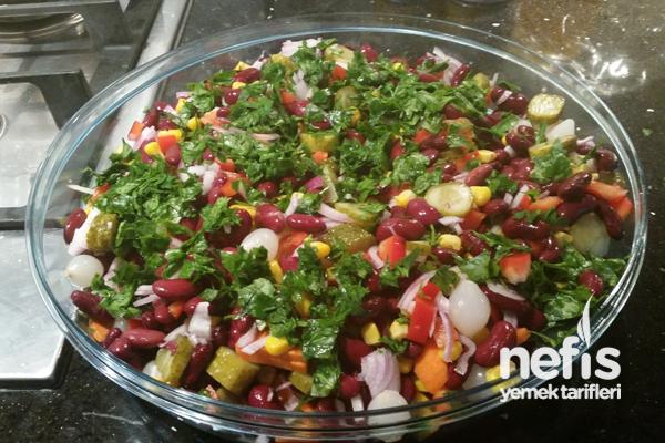 Meksika Fasulyesi Salatası (Kırmızı Barbunya) Tarifi