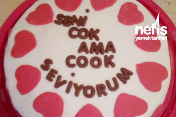 Sevgililer Günü İçin Sevgiliye Aşk Pastası Tarifi